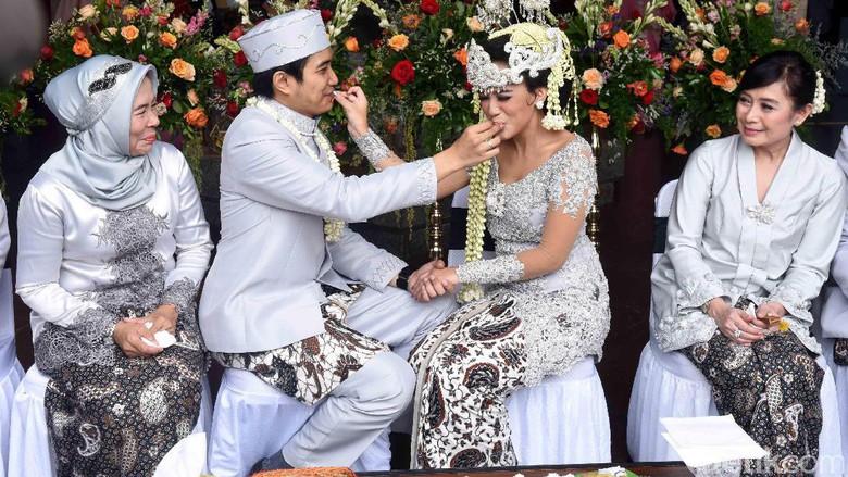 Adat Perkawinan Jawa 7