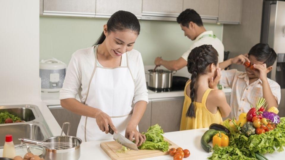 wah-kegiatan-memasak-bersama-keluarga-ternyata-punya-segudang-manfaat.jpg
